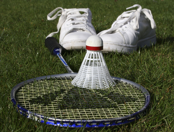 Inviter kæresten ud og spille badminton
