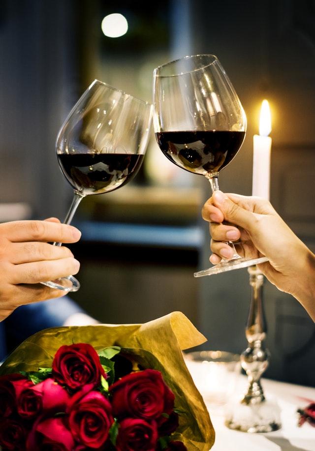 Sådan kan I nemt og billigt fejre årsdagen sammen