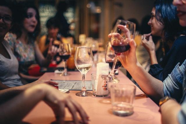Hold vinaften med veninderne