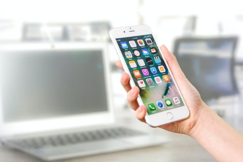 Sådan kan du vælge den bedste mobiltelefon som kvinde